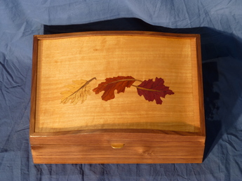 Jewelry box with leavesy