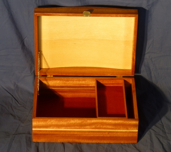 Jewelry box with leaves