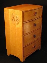 Chest of drawers with broach